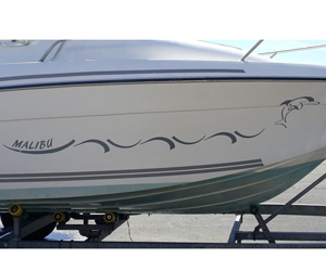 Bandeau personnalisé pour coque bateau à moteur